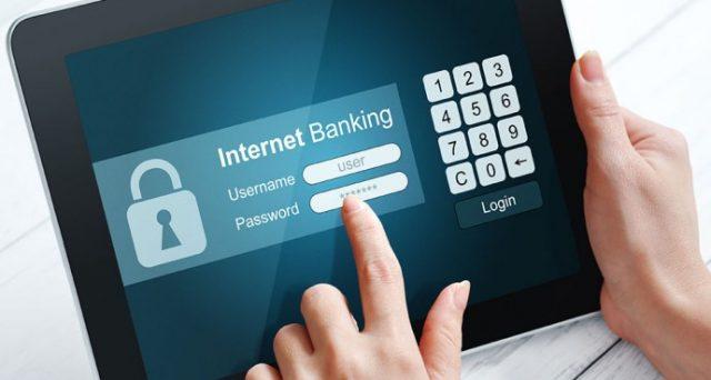 Allarme sicurezza per metà degli smartphone italiani, gli aggiornamenti sono scarsi e l'home banking diventa molto rischioso.
