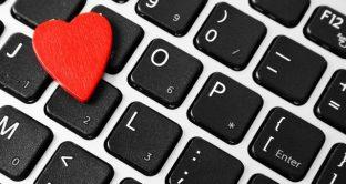 San Valentino tech, consigli per gli acquisti e una app sorprendente per baciare a distanza