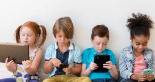WhatsApp vietato ai minori di 16, da maggio potrebbe diventare ufficiale