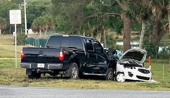 Tragedia in Florida, il navigatore GPS dà l'indicazione sbagliata e la macchina viene travolta da pickup.