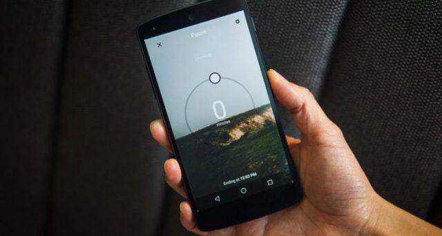 Melafonini di Apple nella black list degli smartphone che emettono troppe radiazioni. Ma non solo iPhone, male anche Huawei.