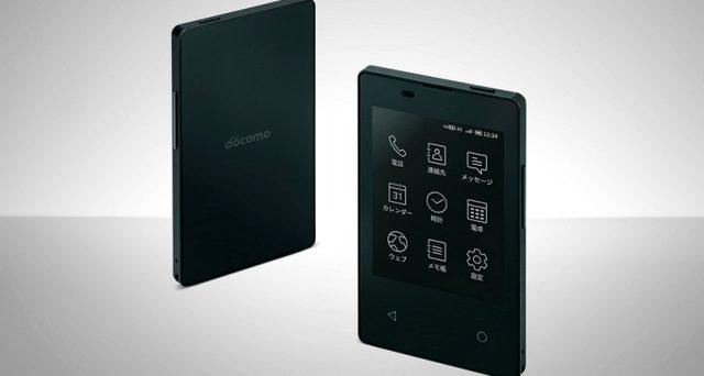 Ecco lo smartphone più sottile e leggero al mondo, arriva dal Giappone ed ha un display di soli 2,8 pollici.
