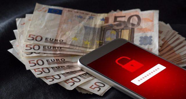 Un terribile virus sta spaventando gli internauti, arriva via SMS e punta dritto al vostro home banking.