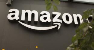 Amazon, offerte oggi 17 giugno, smart tv Samsung curvo UHD 49