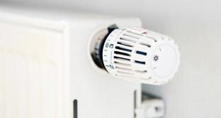 Cosa sono e come funzionano le valvole termostatiche? Ecco alcuni consigli per risparmiare.